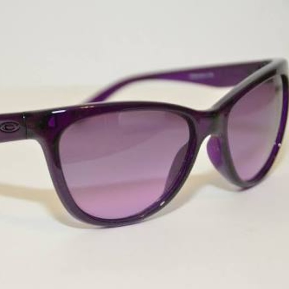 4d321ab45e Oakley Beckon Sunglasses Grape Juice. M 5af1b3ab05f430941c5e3e72